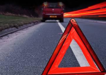 Два человека погибли в лобовом столкновении легковушки с КамАЗом на феодосийской трассе
