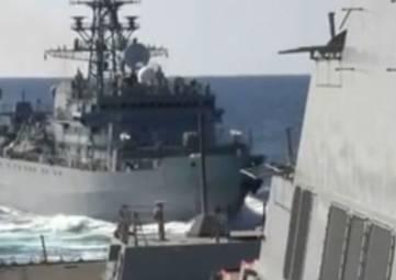 Американский эсминец чуть не столкнулся с российским кораблем – видео
