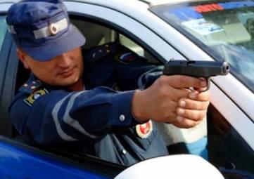 В Феодосии дерзкий, но совестливый угонщик авто протаранил преследующую его машину ГИБДД