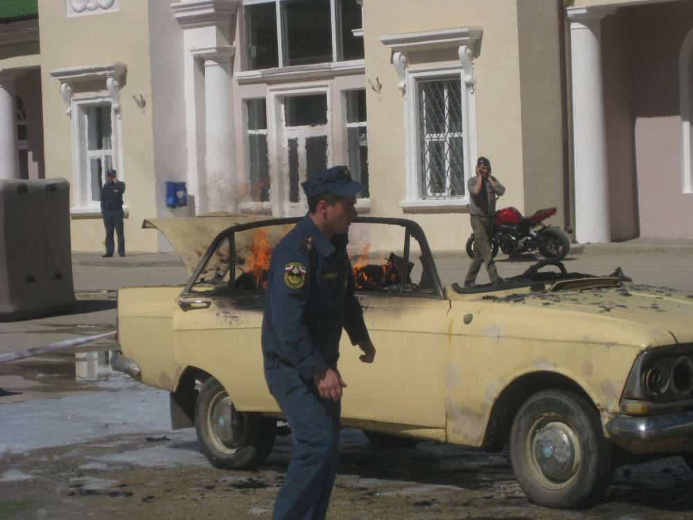 На привокзальной площади в Феодосии подожгли автомобиль...