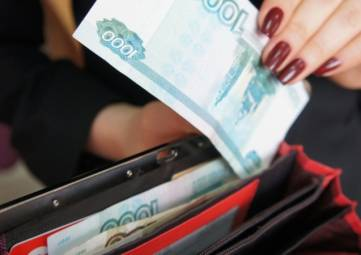 Дама из Феодосии украла деньги из офиса потенциального работодателя в Судаке