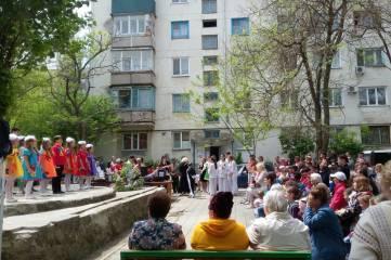 В одном из феодосийских дворов пели и плясали