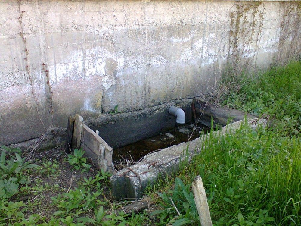 Частные феодосийские пансионаты остались без воды из-за сброса нечистот на улицу