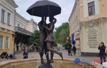 На Музейной площади Феодосии установили скульптурную композицию