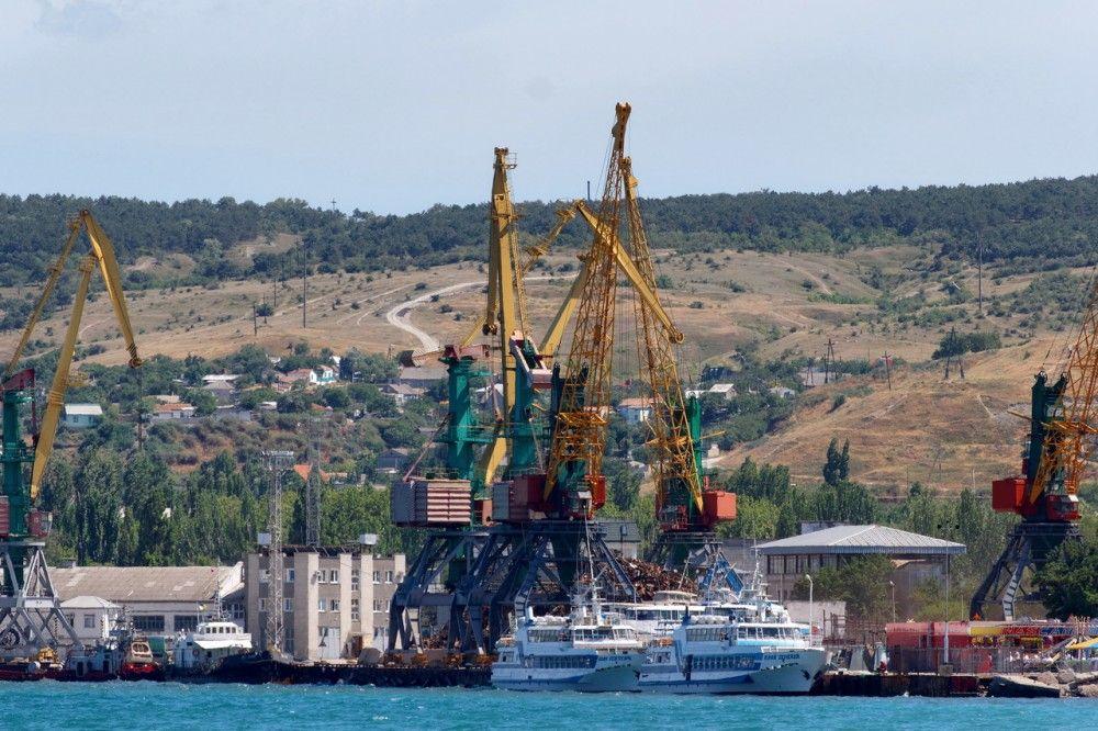 Феодосийский порт, военный санаторий и заводы попали в санкционный список Порошенко