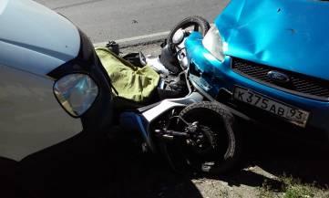 Смертельная авария в Феодосии: погиб водитель мопеда (ФОТО)