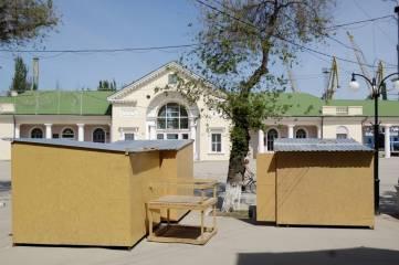 С привокзальной площади Феодосии все же убрали деревянные ларьки