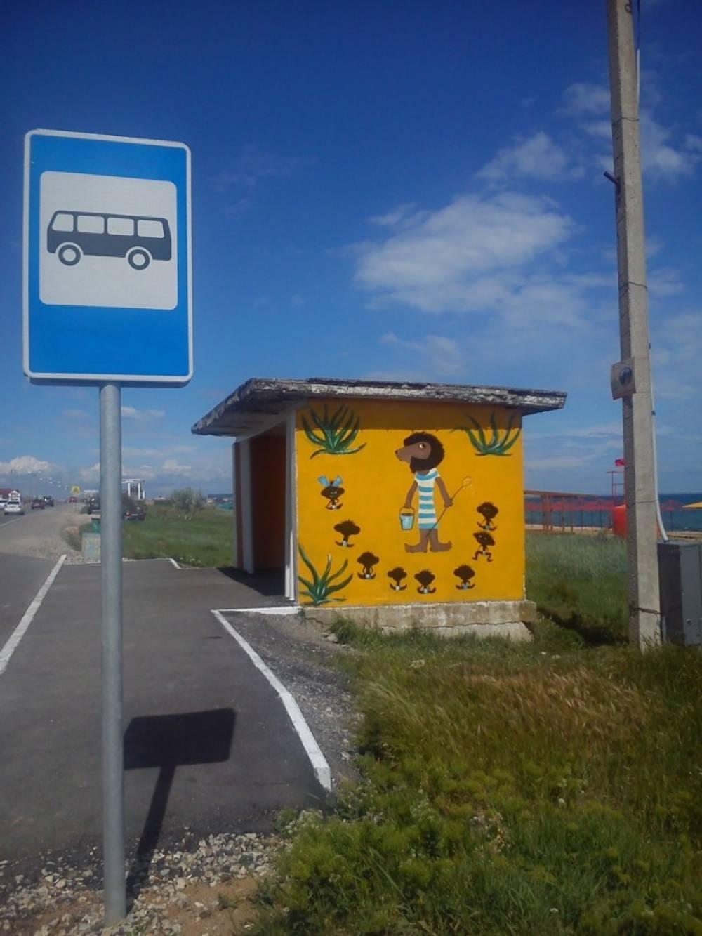 Предприниматели отремонтировали остановки в селе под Феодосией