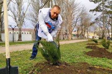 Глава города лично помыла памятник Керченско-Феодосийскому десанту
