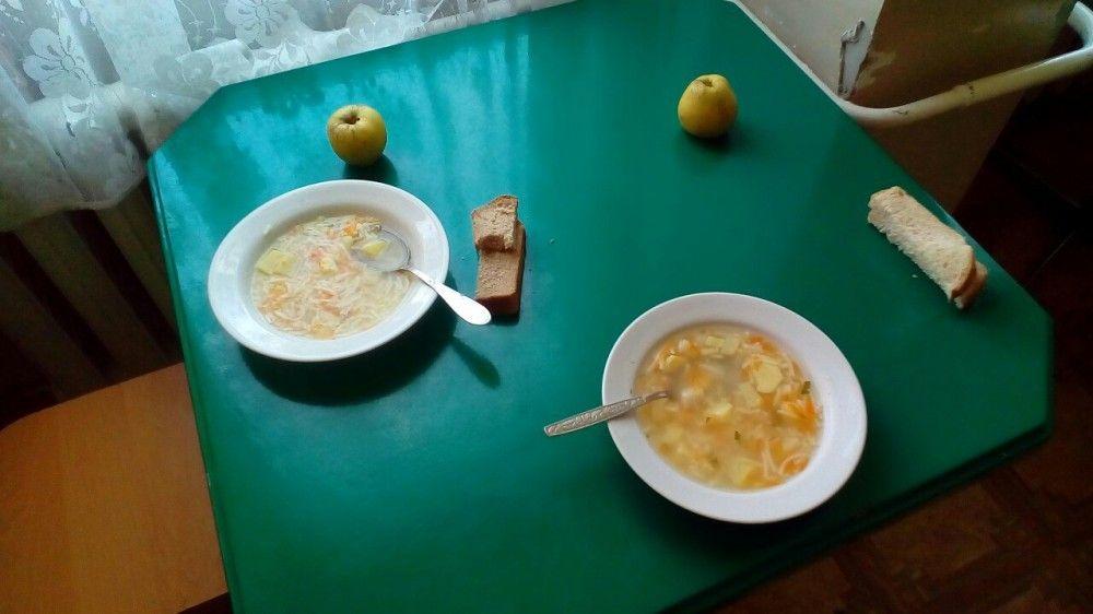 Еда с нарушениями норм и с посторонними предметами