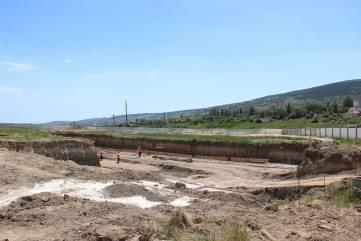 Подрядчик обещает за лето нагнать сроки строительства школы на Челноках в Феодосии (ФОТО)