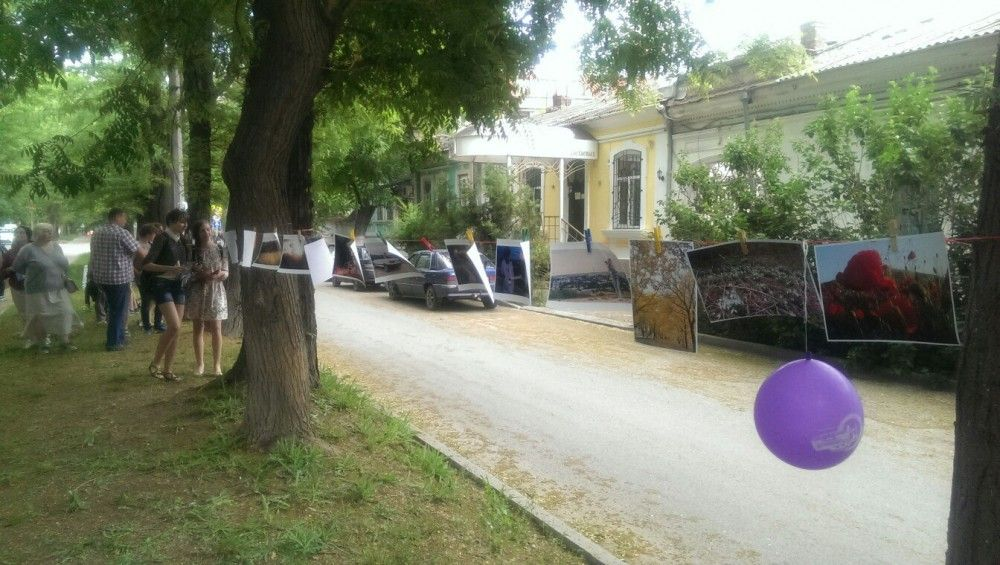Возле музея Цветаевых в Феодосии проходит фотосушка