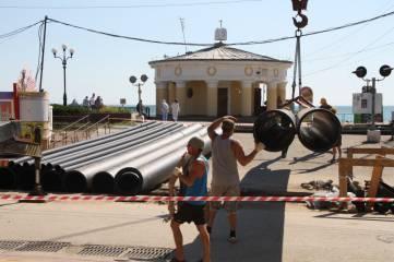 Для феодосийского коллектора подвезли трубы (фотофакт)