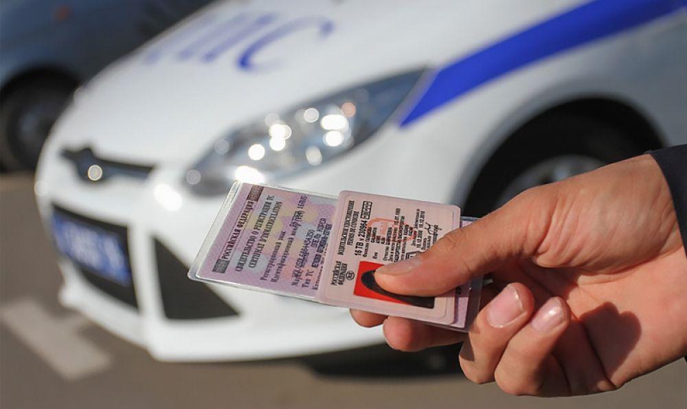 Штраф в 50 тысяч рублей ждет работодателей за допуск к управлению авто водителей с иностранными правами