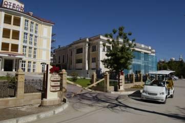В Феодосии ведется ремонт фасада бывшего клуба санатория «Восход»