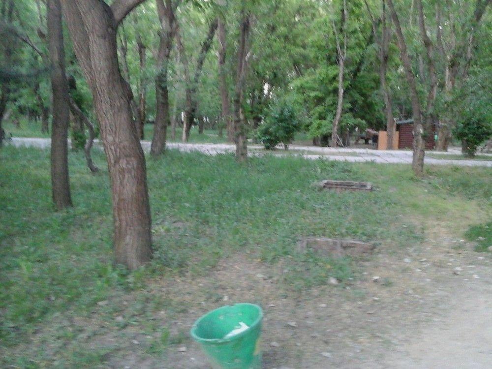 Люки в Комсомольском парке Феодосии закроют, когда найдут их хозяина