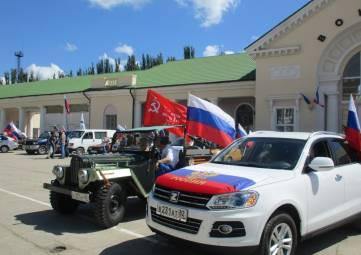 Патриотический автопробег объединил в Феодосии почти четыре десятка автолюбителей (ФОТО)
