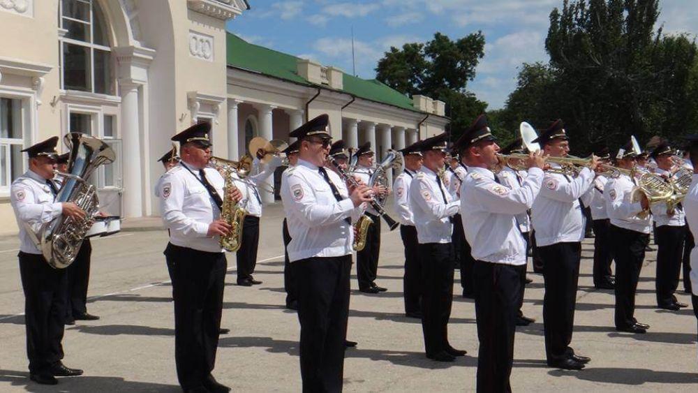 В Феодосии выступили военные оркестры