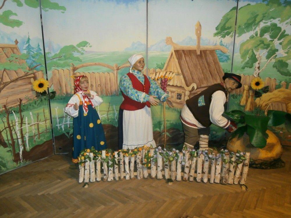 Уникальная выставка восковых фигур открылась в феодосийском Орджоникидзе