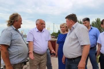 Гевчук с депутатами прошли по руинам набережной (Фото)