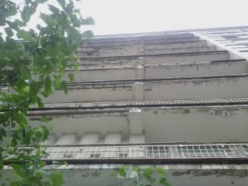 В Феодосии разрушается здание базы отдыха «Ай-Петри»: прохожих просят быть осторожными (ФОТО)
