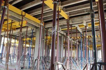 Строители готовятся крыть крышу на уже возведенном корпусе детсада на Челноках в Феодосии (ФОТО)