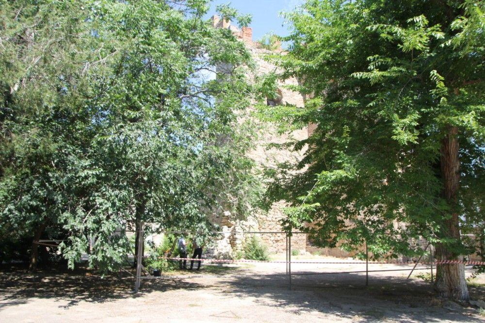 Свершилось: в Феодосии начали реставрировать башню Константина