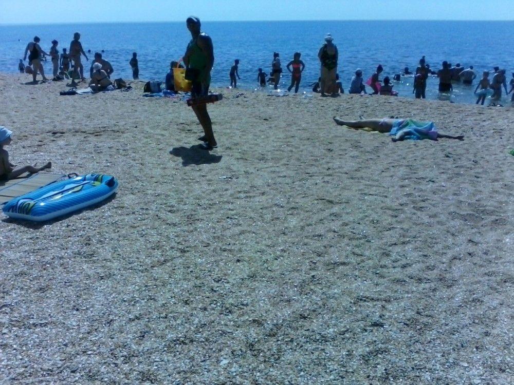 Феодосийские пляжники жалуются на отсутствие туалетов и торговых точек с едой и напитками