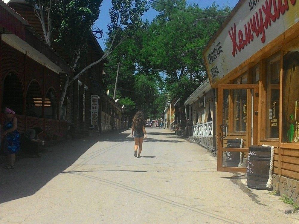Администрация Феодосии отрапортовала об освобождении  улицы Горбачева от незаконных объектов