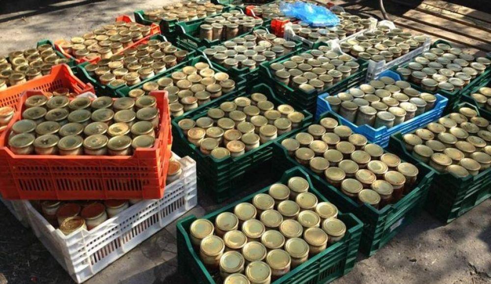 Житель Большой Феодосии украл 376 банок с консервацией