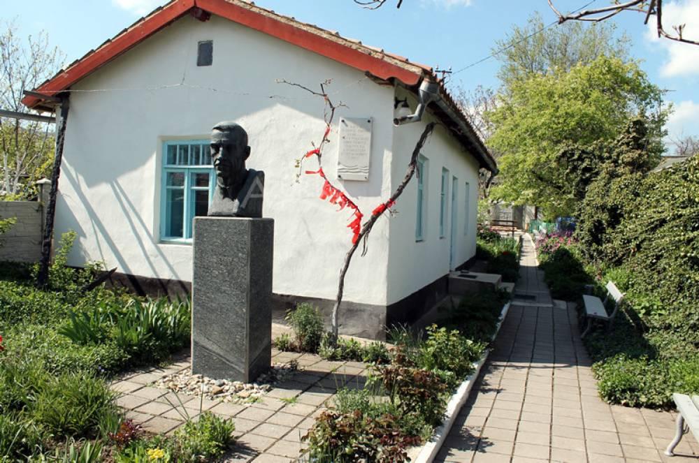 Июльские выставки в Старом Крыму и Коктебеле