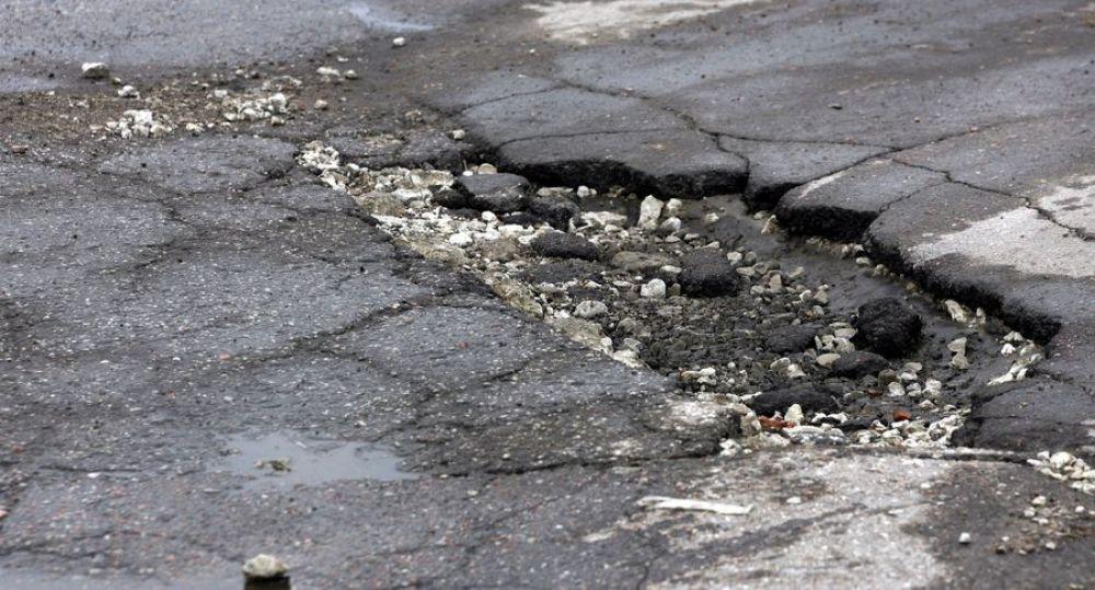 Власти Феодосии нашли выбоины и просадки на еще одной популярной дороге