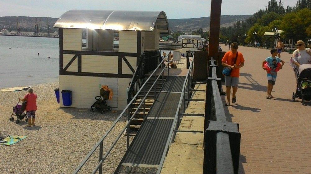 Пандус и спуски в море появились на центральном пляже Феодосии