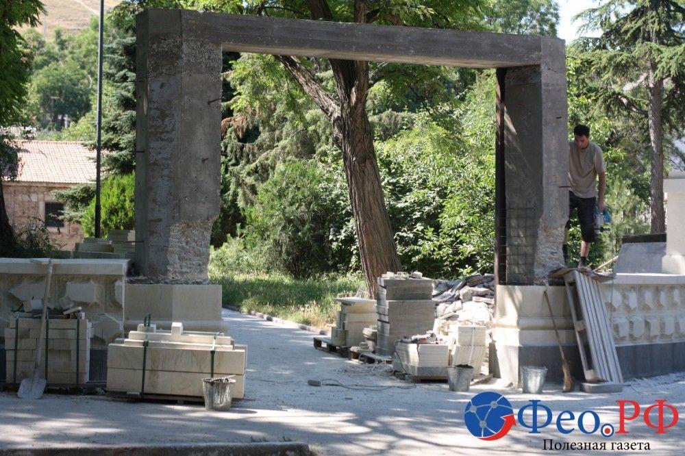 Территорию возле могилы Айвазовского успевают благоустроить к юбилею