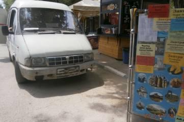 Власти Феодосии усиленно борятся с автомобилями на привокзальной площади