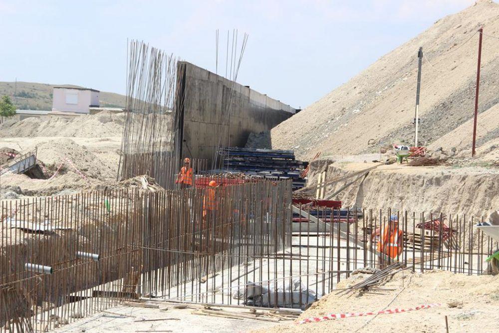 Подрядчик обещает догнать график строительства школы на Челноках в Феодосии уже в августе (ФОТО)
