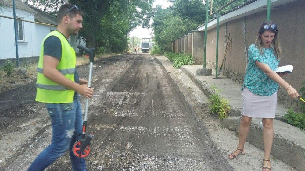 В селах Феодосии ремонтируют дороги (ФОТО)
