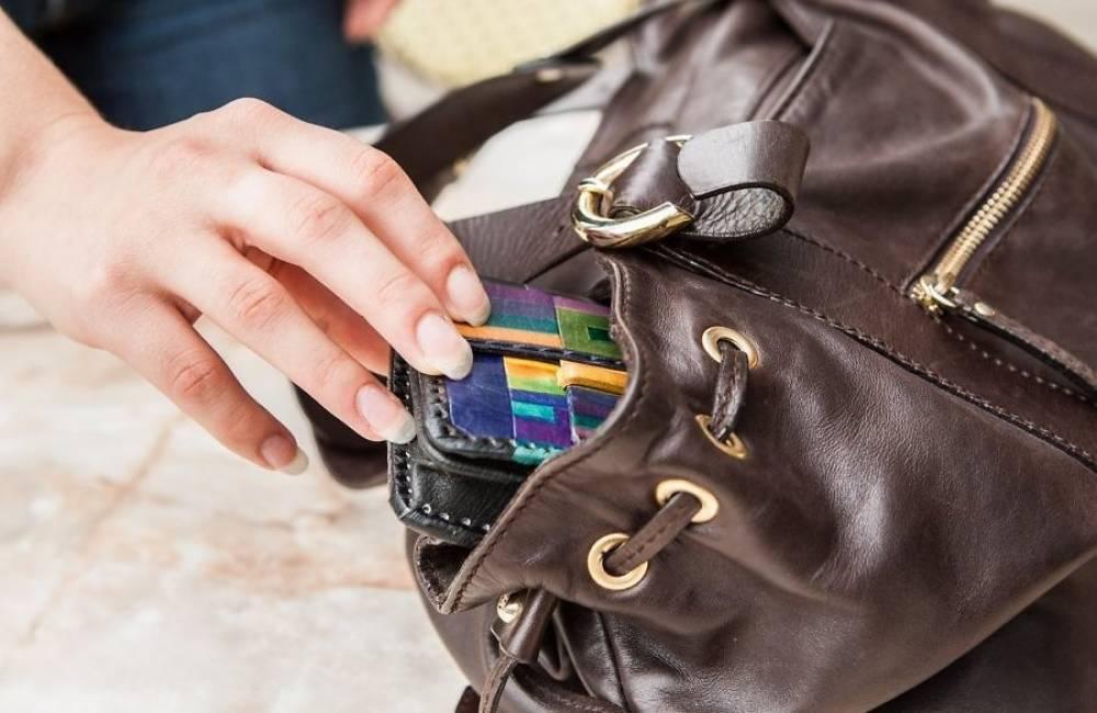 Феодосийка нашла сумку с личными вещами мужчины