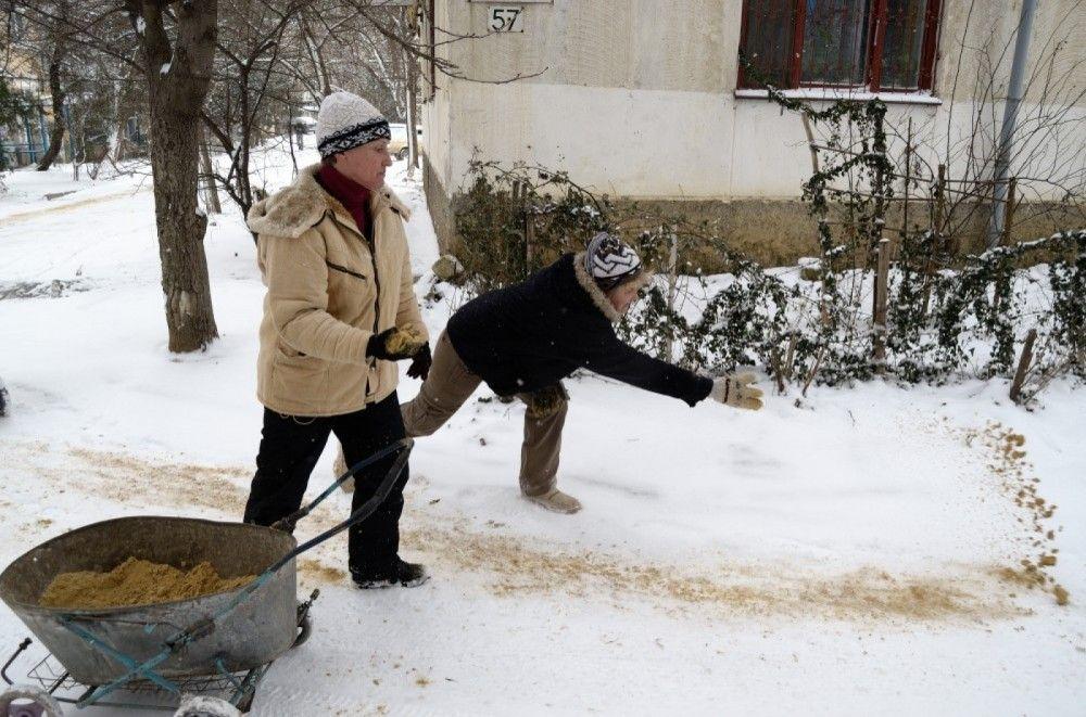 Власти Феодосии запаслись солью