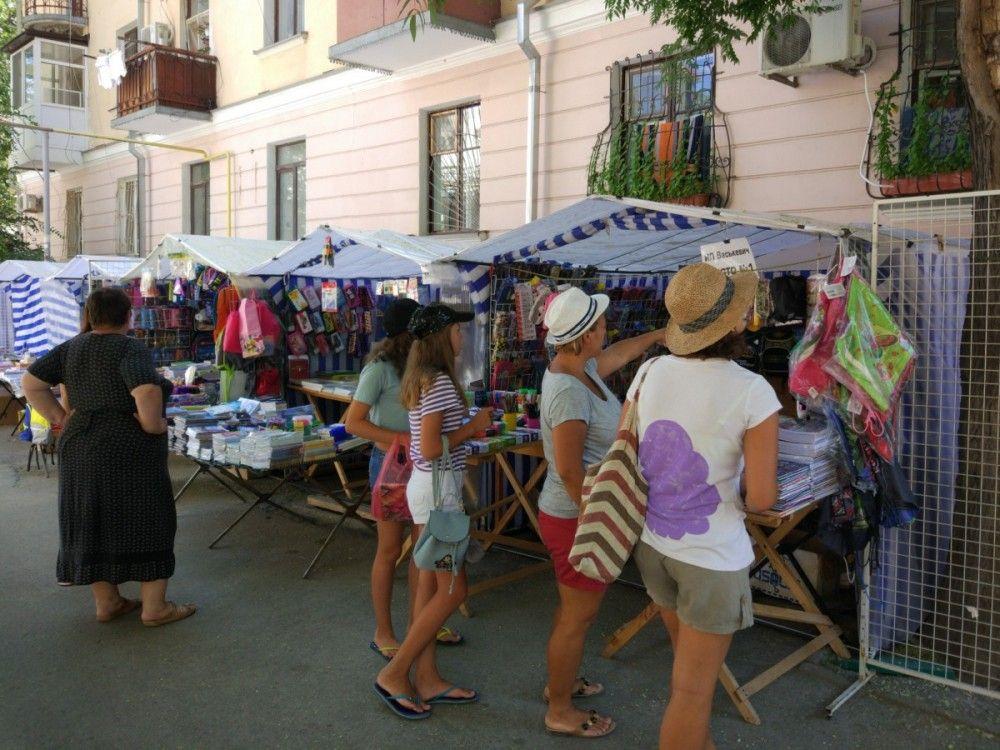Традиционный школьный базар открылся в Феодосии