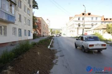 Власти Феодосии пообещали, что места вырубки деревьев не будут закатывать в асфальт