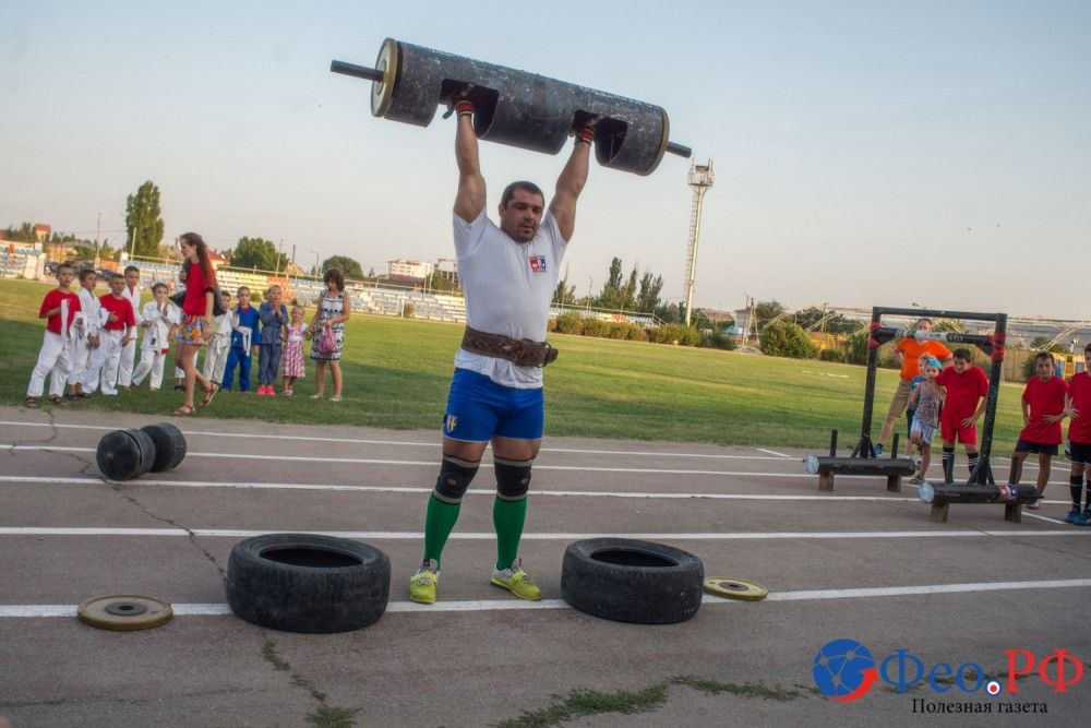 В Феодосии День физкультурника отметили комическим футболом