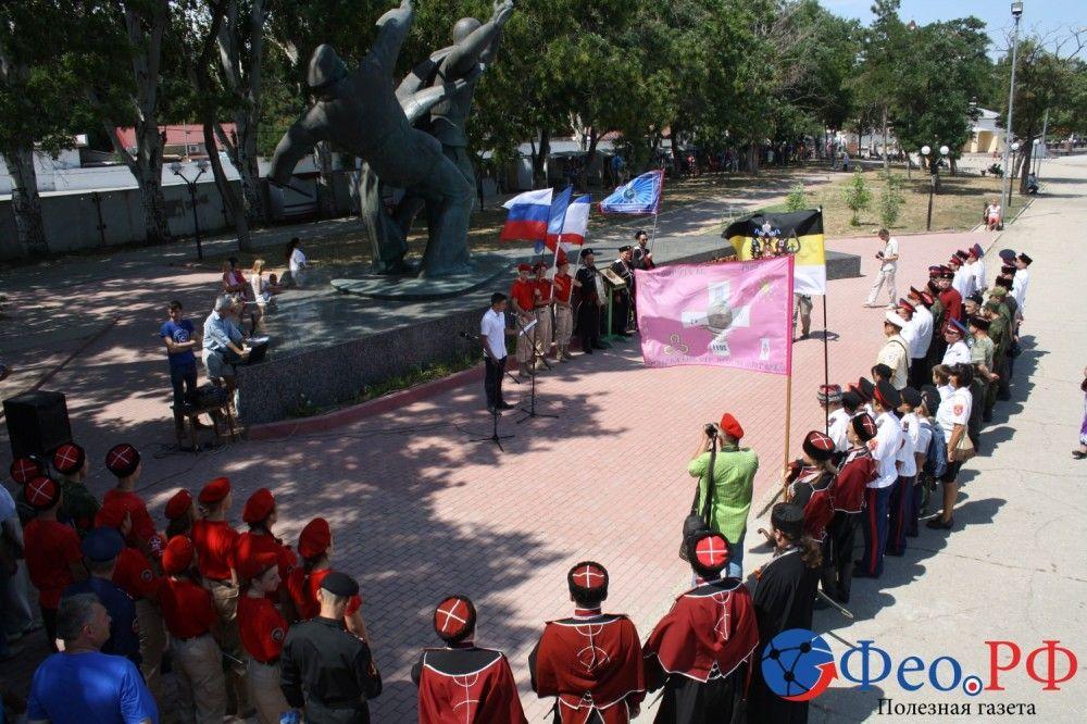Феодосийский ДОСААФ встретил участников автопробега России (фоторепортаж)