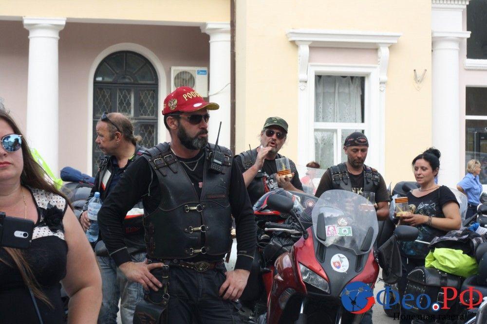 Рев мотоциклов и парни в «косухах» промчались по Феодосии (фоторепортаж)