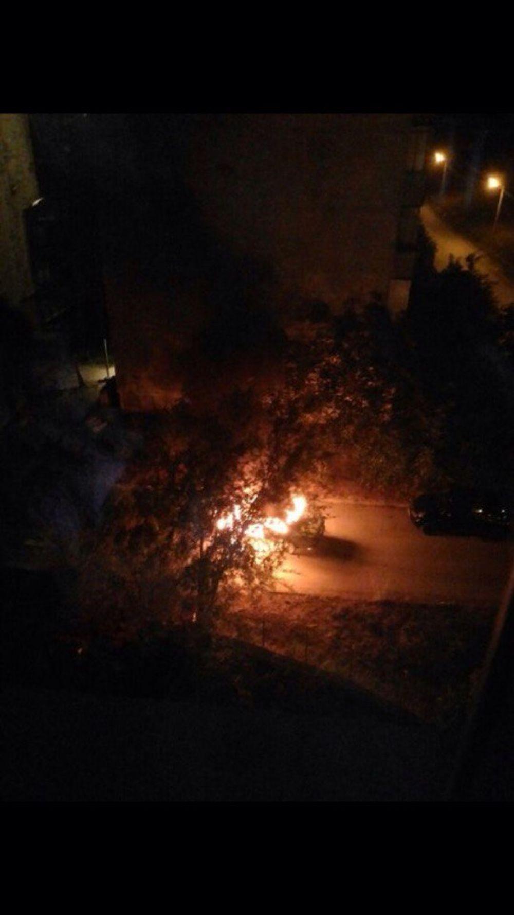 Очередной автопожар: в Феодосии сгорела чья-то машина (ФОТО)
