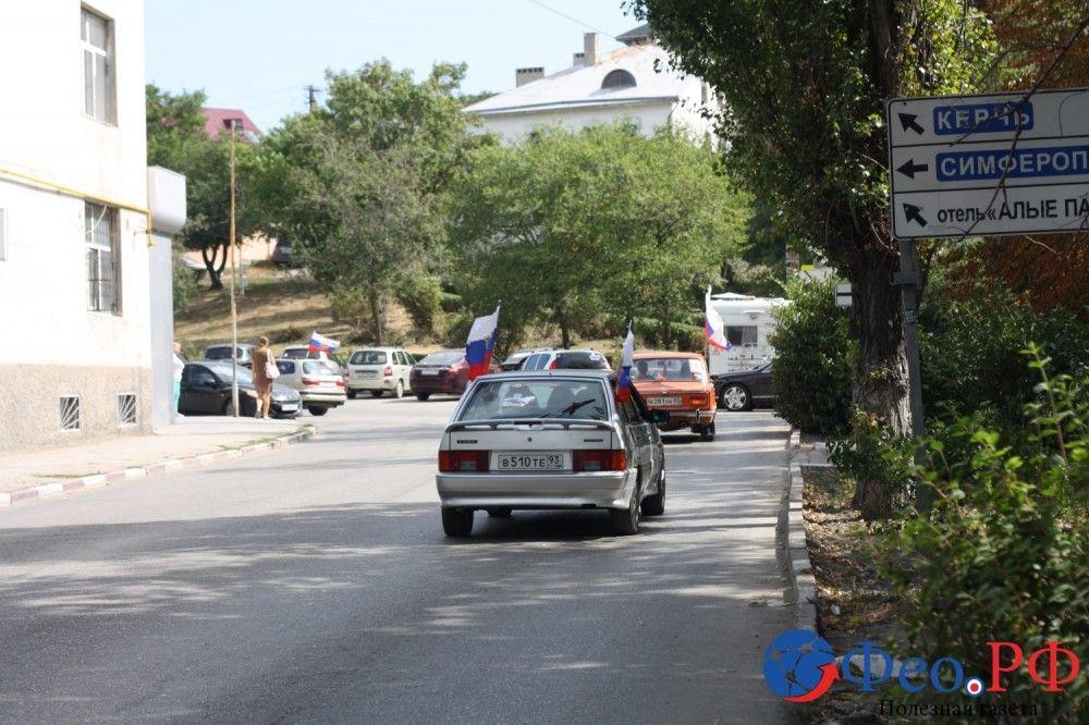 Автопробегом по улицам Феодосии (фоторепортаж)