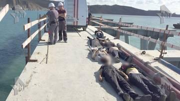 Автобус со строителями упал в море на Кубани: 17 человек погибли (ФОТО)