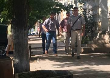 Задержанный в Феодосии чиновник полгода обслуживал свое авто за бюджетные деньги