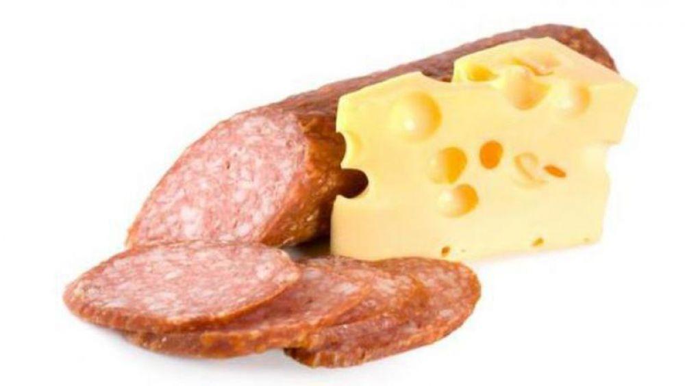 Россельхознадзор уничтожил более 100 кг сыра и колбасы, изъятых в Феодосии и Керчи