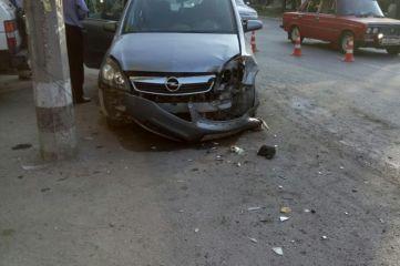 Водитель легковушки пострадал в лобовом столкновении автомобилей в Феодосии